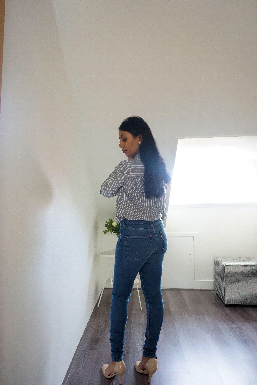 """Hij zit superlekker en heeft een klassieke look. Deze jeans zijn er in  verschillende kleuren. De kleur die ik draag heet """"Shut The Front Door"""". 4cf85db65"""