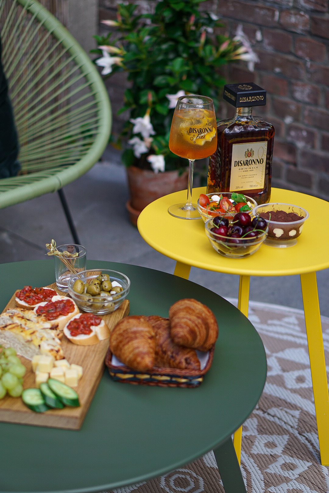Pop up your brunch with Disaronno Fizz cocktail